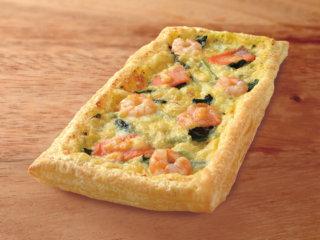 海老とスモークサーモンのピザ