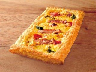 粗挽きソーセージのとろ~りチーズソースピザ